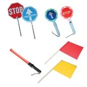 Balizamiento manual, paletas, bastón luminoso y banderas de señalización