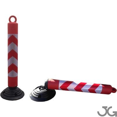 Baliza H-80 desmontable y basculante, fabricada en PE rojo con base de caucho. Hito de señalización. Permite retirar el poste permaneciendo la base de caucho atornillada al suelo. Incluye argolla superior para insertar cadena de plástico, cadena metálica