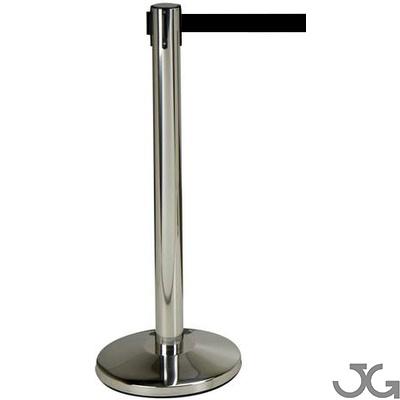 Poste separador acero cromado con cinta extensible retráctil de lona color negro de 2m. Medidas: base Ø320mm, altura 910mm y poste de Ø50mm. Peso: 6kgr.