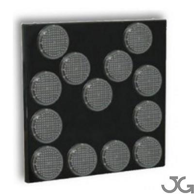 Panel flecha direccional de 13 Focos consistente en un panel compuesto de 13 focos de 200 mm de diámetro formados por 120 diodos LED cada uno de ellos.