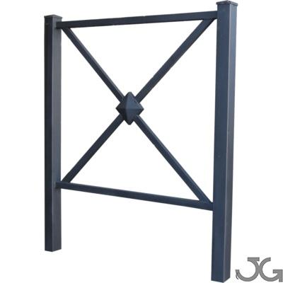 Protector o barandilla peatonal modelo Europa, fabricada en acero lacada al horno en pintura en polvo negro forja. Medidas: 100x100 cm. Peso: 11Kg.