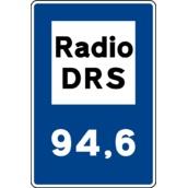 Otras señales de indicación S-950 Radiofrecuencia de emisoras específicas de información sobre carreteras