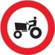 R-111 Entrada prohibida a vehículos agrícolas de motor