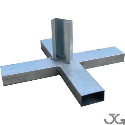 Base cruz para postes fabricado en tubo acero galvanizado de 80x40mm. Base cruceta para sustentación de postes señal de tráfico, para tubo de 80x40x2 cm. Medidas: 50x50x25cm. Peso: 3 kgr.