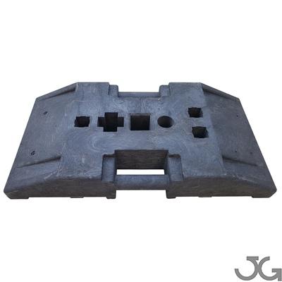 Base pie de caucho reciclado negro para postes de señales de tráfico. Medidas: 80x40x10cm. Peso 25 kg. Base soporte multiperfil