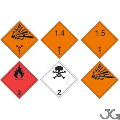 Etiquetas de señalización de mercancias peligrosas. Fabricadas en PE blanco de 1mm, vinilo adhesivo o aluminio de 0,8mm con serigrafía o impresión digital. Identifican el contenido de productos peligrosos transportados por vehículos